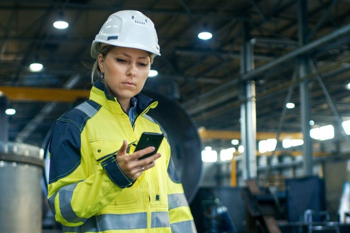 Le smartphone professionnel, un outil créateur de valeur en milieu industriel