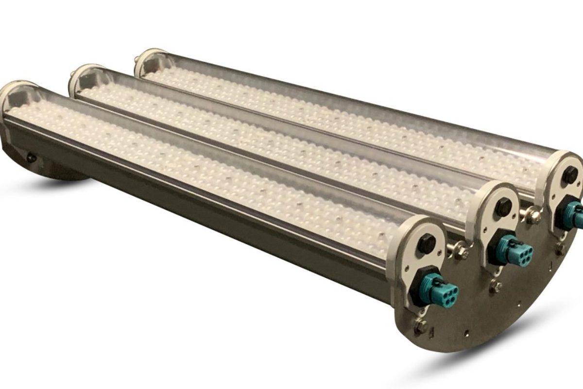 Des luminaires industriels LED équipés de capteurs pour une gestion intelligente des bâtiments