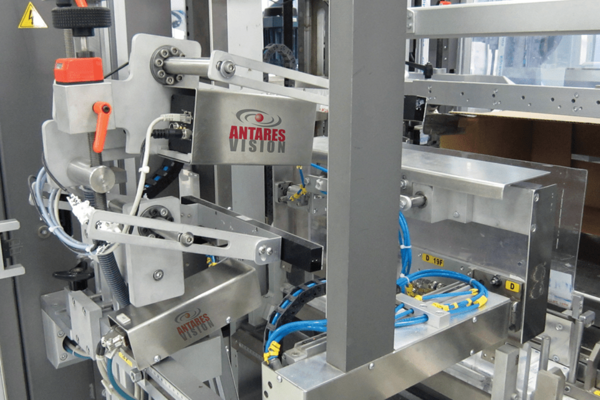 Conditionnement des liquides: sécurité et qualité grâce aux systèmes d'inspection visuelle