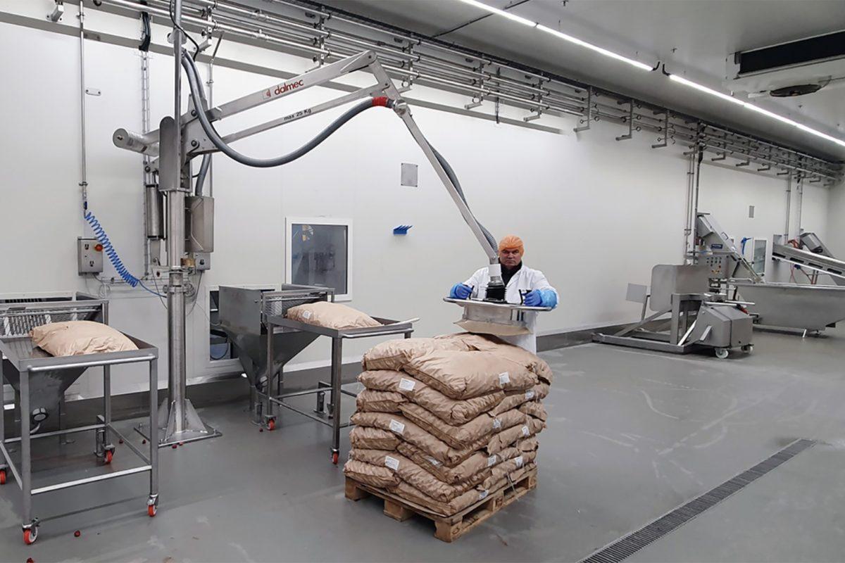 Un manipulateur en inox pour le levage et la manutention en atmosphère stérile