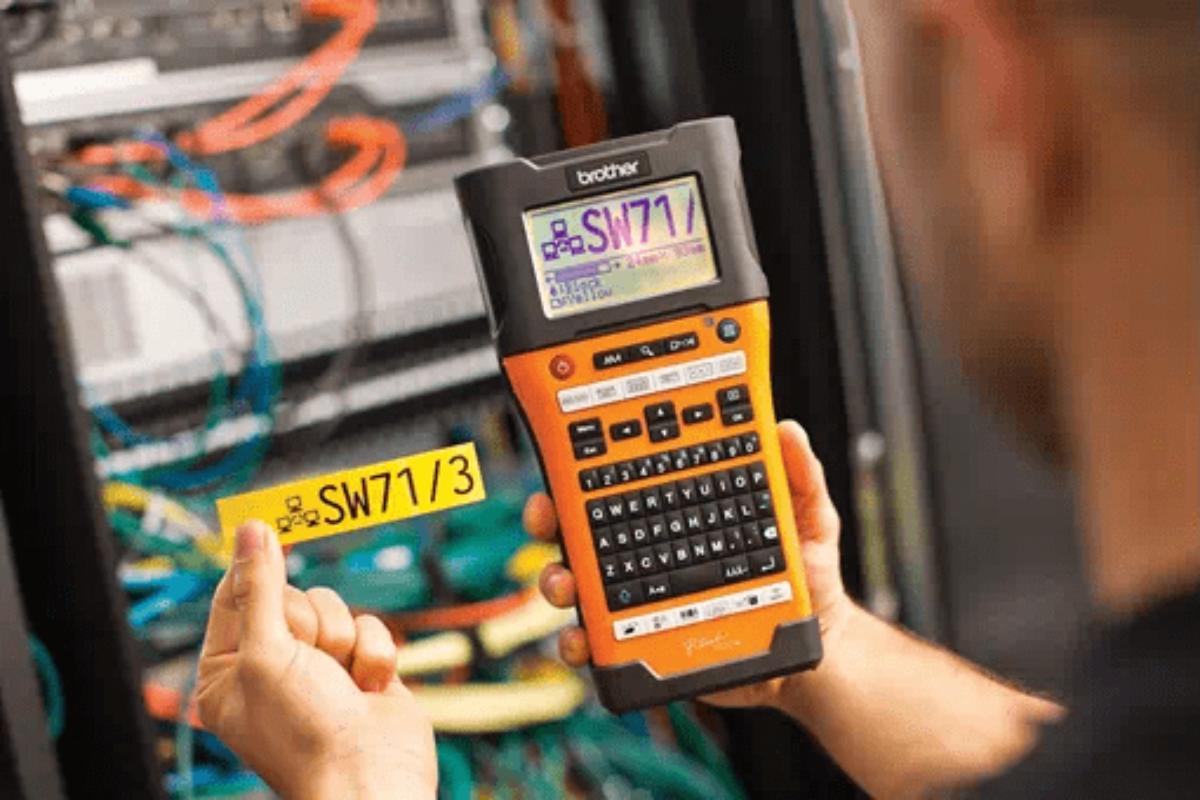 Une imprimante d'étiquettes industrielles prévues pour tous les câbles industriels